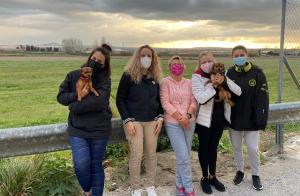 Voluntarias de la Agrupación de Protección Animal de Vegas del Genil.