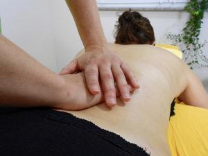 La sanidad granadina cuenta con 117 fisioterapeutas.