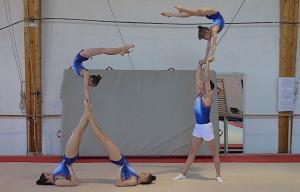 Figuras acrobáticas realizadas por las deportistas granadinas.