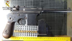 Pistola ametralladora que llevaba el asaltante.