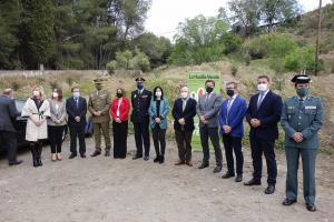 Autoridades que han asistido al inicio de la plantación de árboles.