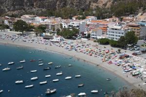 Espectacular imagen de la playa de Calahonda en una jornada de agosto.