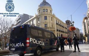 Policías en Puerta Real.