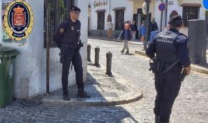 Policías locales en el Albaicín, en una imagen de archivo.