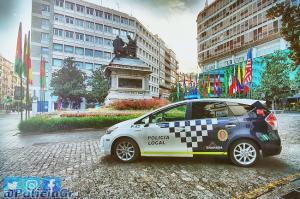 Un vehículo de la Policía Local en la Plaza Isabel La Católica, en una imagen de archivo.