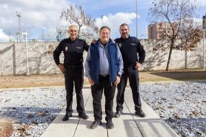 José Luis López Ortega flanqueado por Raúl Bailón Carrasco (derecha) y Ángel Ruiz Arias, en la Jefatura Superior de Policía.