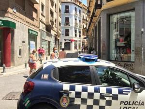 Vehículo de la Policía Local de Granada en una imagen de archivo.