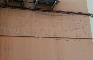 Enorme placa que luce la urbanización de 500 casas en el Zaidín.