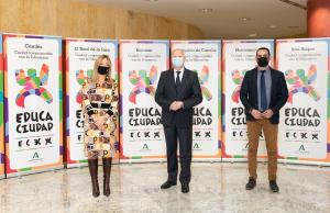 El consejero de Educación, Javier Imbroda (centro) en la entrega de premios telemática.