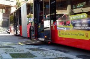 Rampa de acceso a un bus urbano.