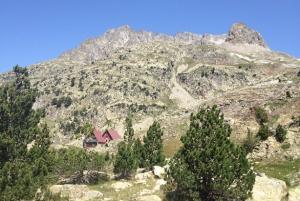 Refugio de Respomuso, donde fue recogido el excursionista granadino.