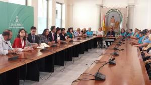 La Junta reunió al gobierno local y a los grupos municipales para desbloquear el proyecto.