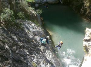 Practicantes de rápel y barranquismo en el río Verde (foto de archivo).