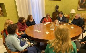 Luis Salvador, con los representantes de las familias y docentes del IES Zaidín-Vergeles.