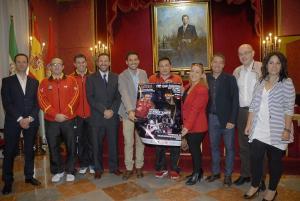 'Juanito' con el cartel del partido España-Rusia de este martes, su último en la selección.