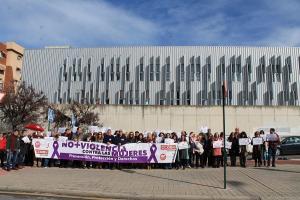 Concentración a las puertas de la sede sindical.