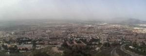 Imagen de la ciudad tomada por la webcam del Ayuntamiento en la carretera de Murcia, a las 13 horas de este jueves.