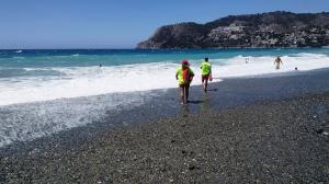 Socorristas en la playa de La Herradura.