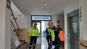 La UME, en labores de desinfección llevadas a cabo este viernes en Granada.