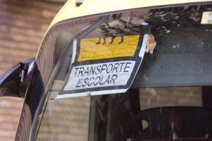 Detalle de un autobús escolar.