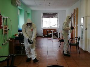 La UME, en tareas de desinfección llevadas a cabo estos días en una residencia.