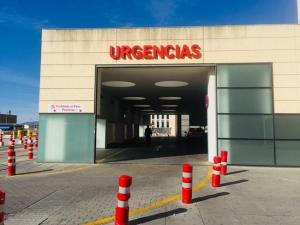 Entrada a las Urgencias del hospital del PTS.