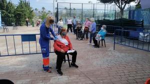 Vacunación en el estadio municipal de Almuñécar.