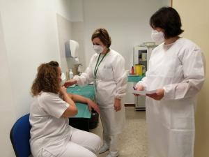 Vacunación en el Hospital Virgen de las Nieves.