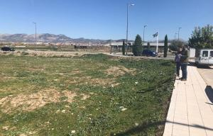 El alcalde y el concejal de Fiestas visitan los terrenos donde se ubicará el ferial de forma provisional.