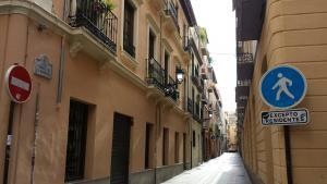 La víctima fue encontrada en su domicilio, en la calle Verónica de la Magdalena, en la capital.