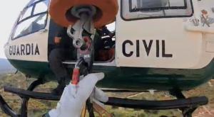 El helicóptero de la Guardia Civil, durante una de las intervenciones.