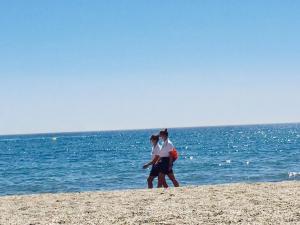 Dos vigilantes en una playa andaluza.