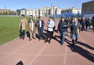 Visita de Ayuntamiento y Junta a la pista el pasado febrero.