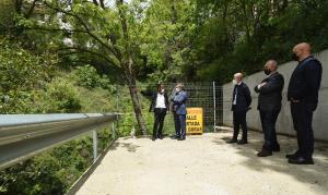 El nuevo acceso incluye una plataforma para salvar un barranco.