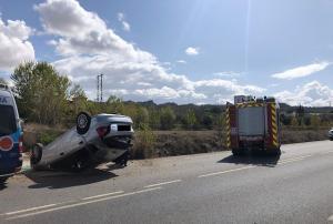 El vehículo volcó en la carretera que une Guadix y Exfiliana.