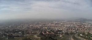 Imagen de la calima sobre Granada a través de la webcam de Medio Ambiente del Ayuntamiento de Granada, ubicada en la Carretera de Murcia, a las 13.11 horas de este viernes.