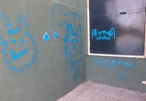 Pintadas en el colegio Emilio Carmona.