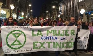Activistas de Extinction Rebellion Granada, durante la manifestación del 8 de marzo.