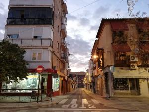 Calles del Zaidín en las primeras horas del cierre.