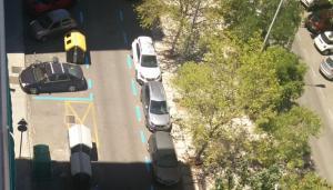 Uno de los carriles ya está pintado como zona azul.