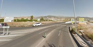 Paso de peatones a inicio de la carretera de La Zubia.