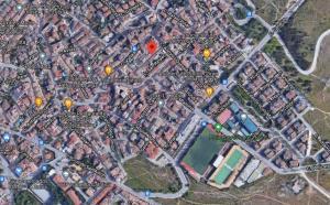 El fuego se ha producido en una casa baja de la calle Antonio Garzón Barrero (en el punto rojo de la imagen)
