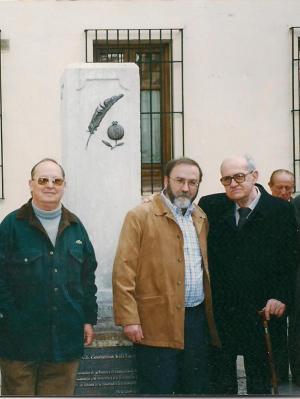 El autor junto a Jesús Fuster Ruiz, sobrino de Ruiz Carnero, y Antonio Martínez, sobrino de Eufrasio Martínez.