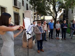 El acto se ha celebrado junto al monolito a Ruiz Carnero.