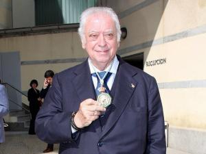 Tico Medina, al recibir la Medalla de Andalucía en 2008.