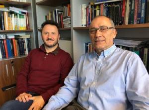 Los investigadores de la UGR Salvador del Barrio y Teodoro Luque.