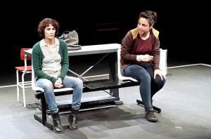 Gema Matarranz (izqda.) y Marta Megías, durante los ensayos.