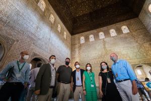 Los firmantes del convenio, este martes en la Alhambra.