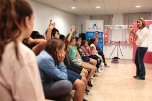 Rocío Márquez durante el encuentro con los niños y niñas de la Zona Norte.