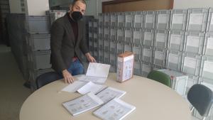 Alberto García Gilabert, con la documentación de las piezas inventariadas.
